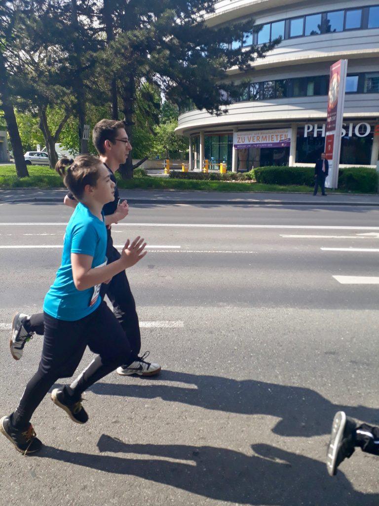 Schüler läuft